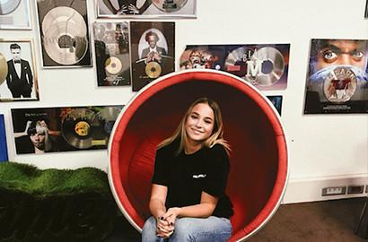 Actu EFAP - Julia en stage marketing chez Sony Music
