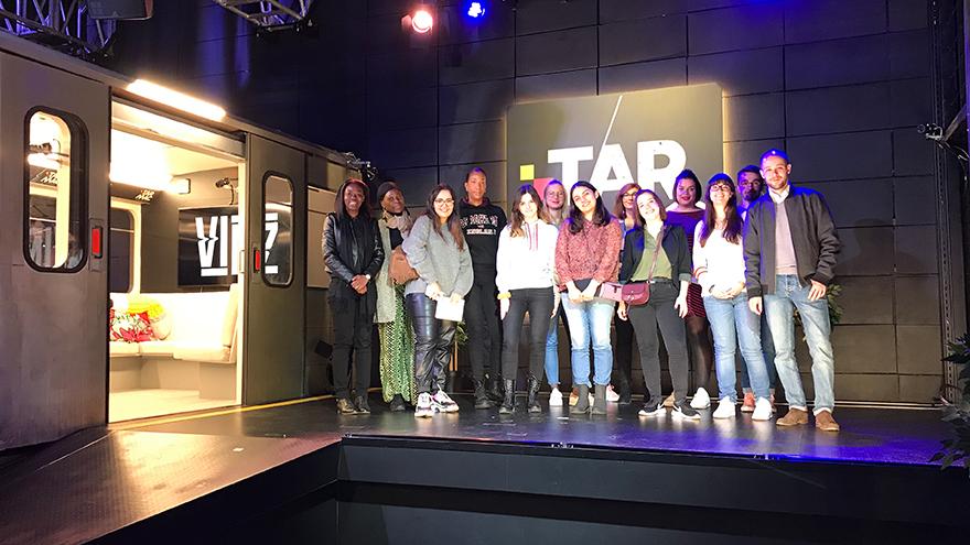 Étudiants du master communication politique en visite dans les studios RTBF