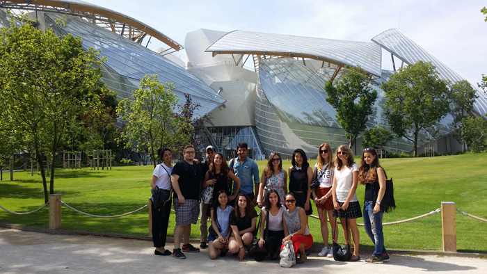 Discovering the latest Frank Gehry creation : the Louis Vuitton Foundation in Paris