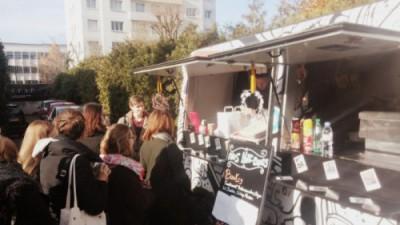Des food-trucks installés dans la cour de l'école - EFAP